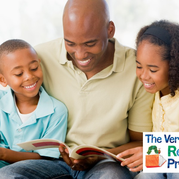 father-reading-to-kids