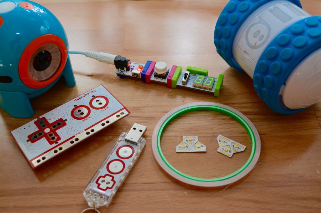 Makerspace Projects for School, Public and Academic Libraries