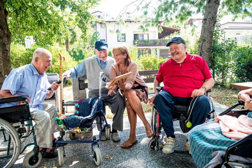 How to Hold a Successful Tech Outreach Program for Seniors