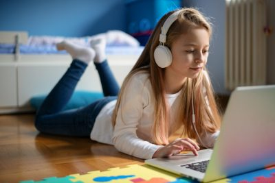 A virtual learner gets comfortable while being engaged in learning.